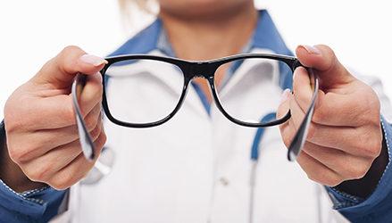 השלבים בדרך להתאמה הכי מדויקת של עדשות ראייה